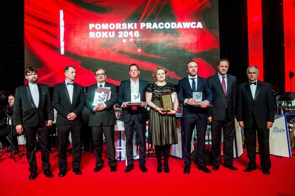 Zdobywcy nagrody w kategorii Dużych Firm zatrudniających powyżej 250 osób. fot. Mateusz Ochocki / KFP