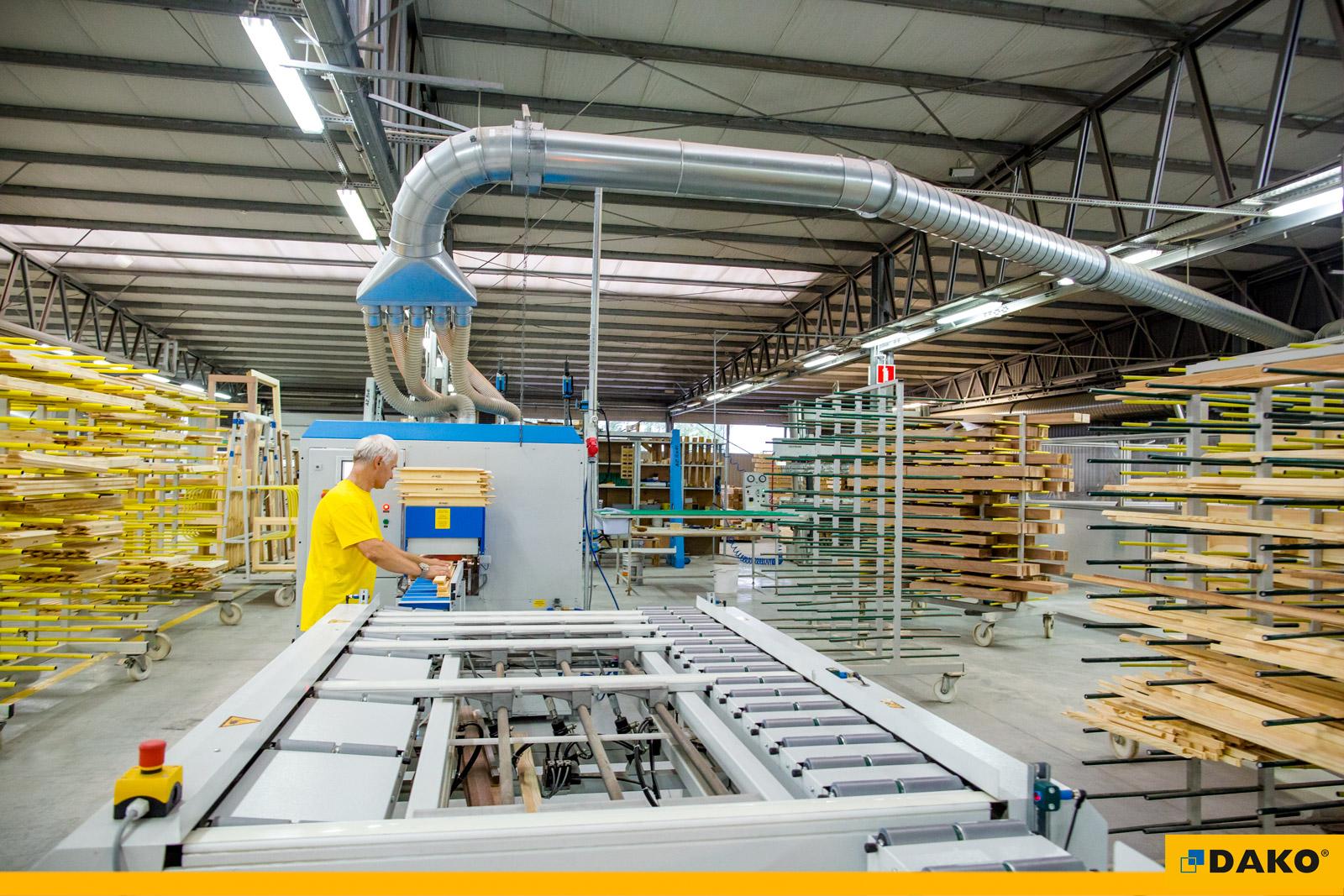 Nowa linia produkcyjna stolarki drewnianej w firmie DAKO